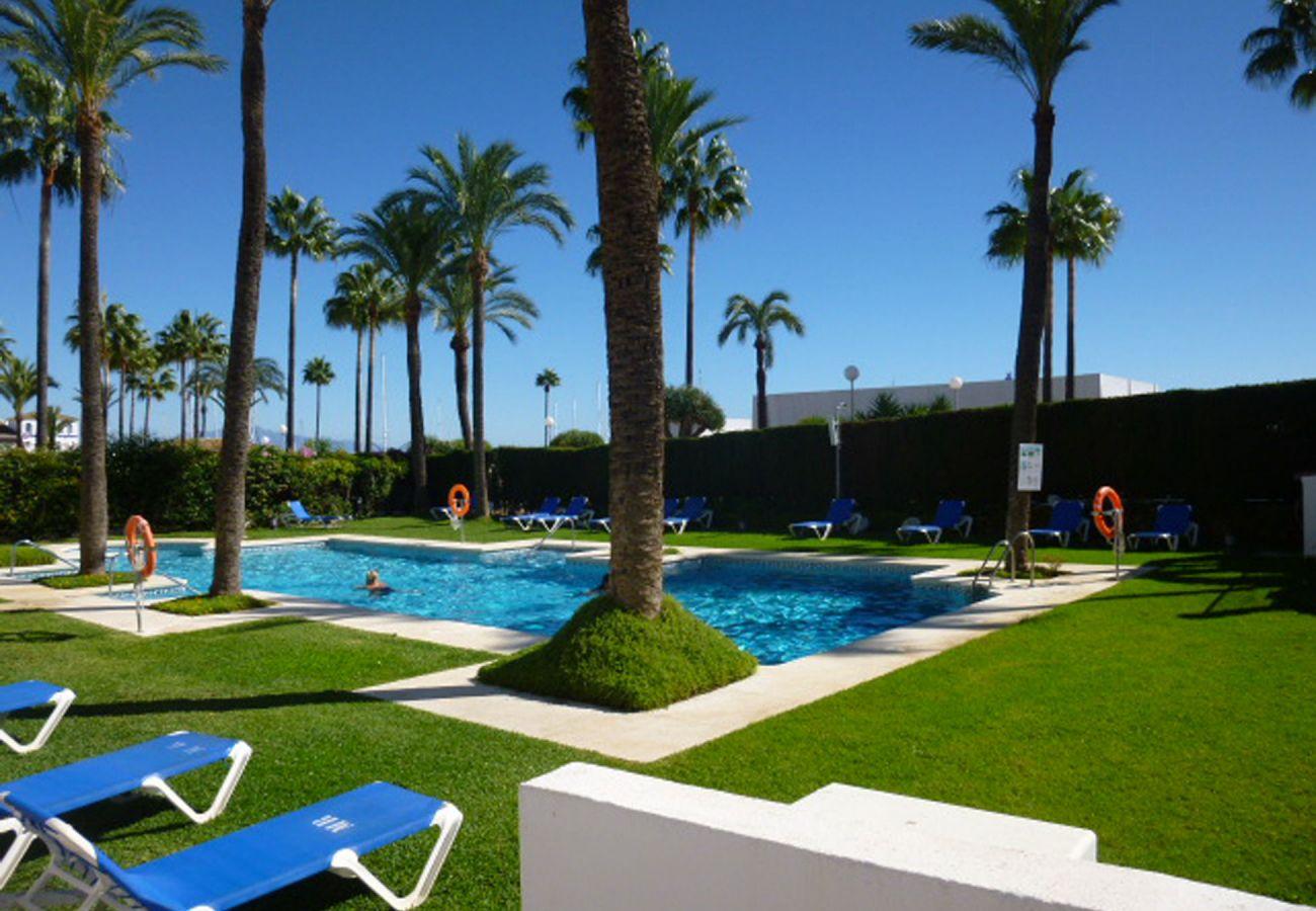 ZapHoliday - 2105 - Wohnort in La Duquesa, Costa del Sol - Schwimmbad