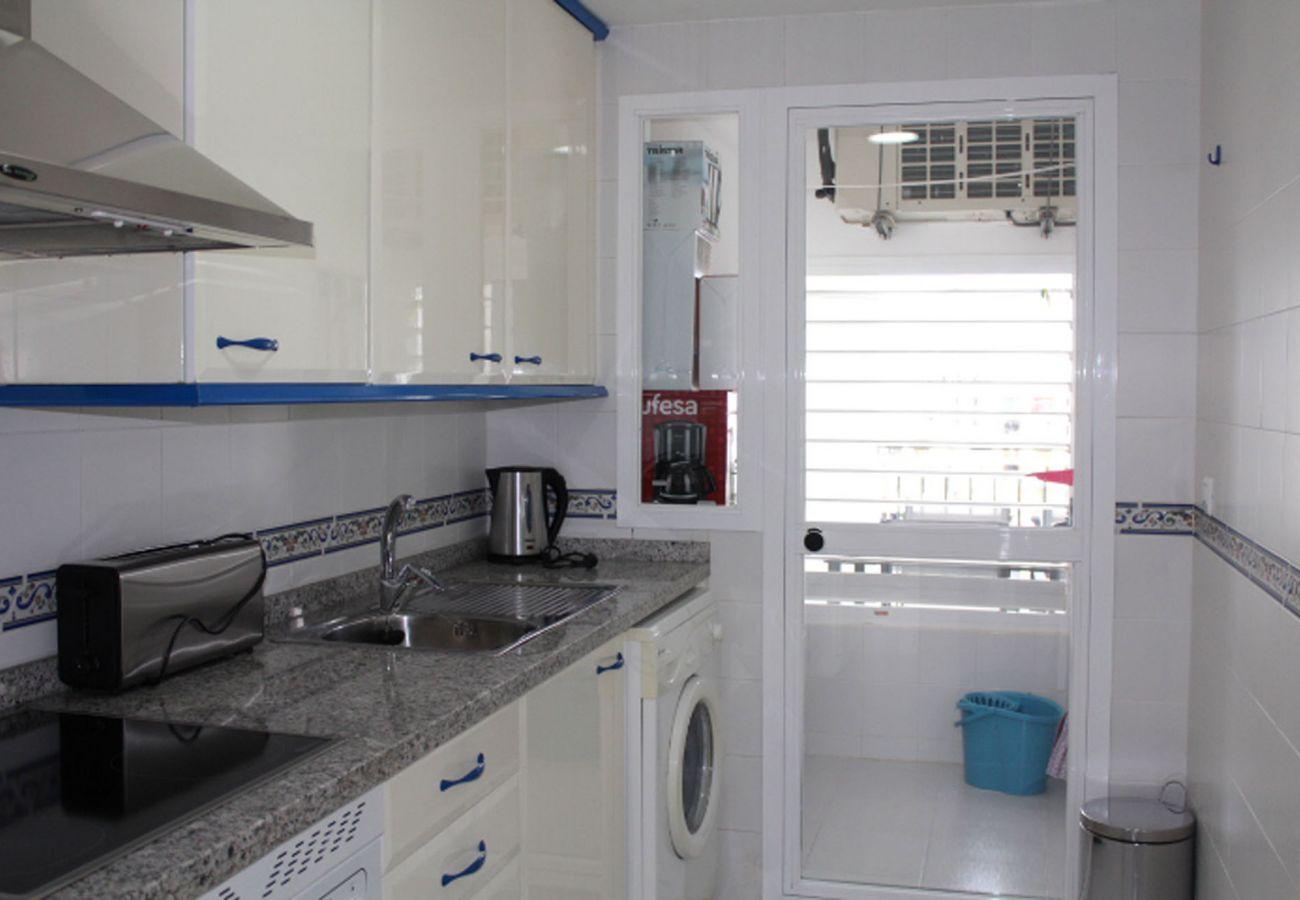ZapHoliday - 2105 - Apartmentvermietung in La Duquesa, Costa del Sol - Küche