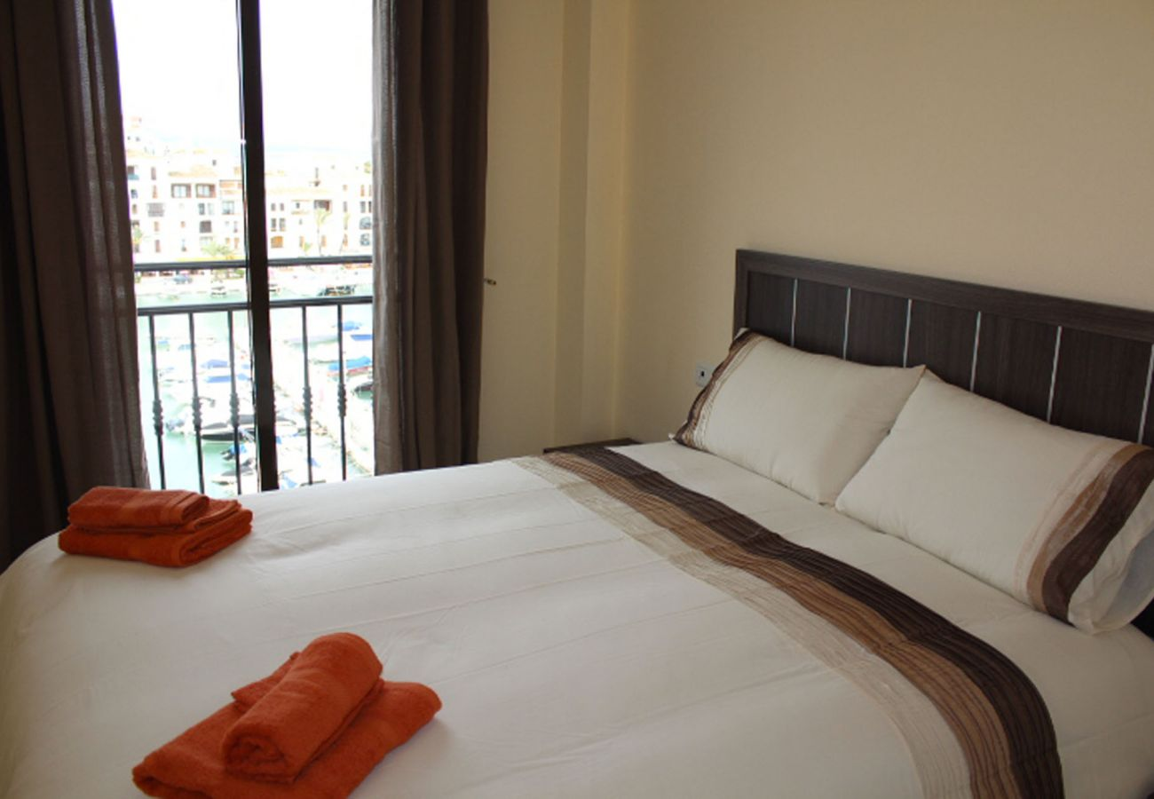 ZapHoliday - 2105 - Wohnort in La Duquesa, Costa del Sol - Schlafzimmer
