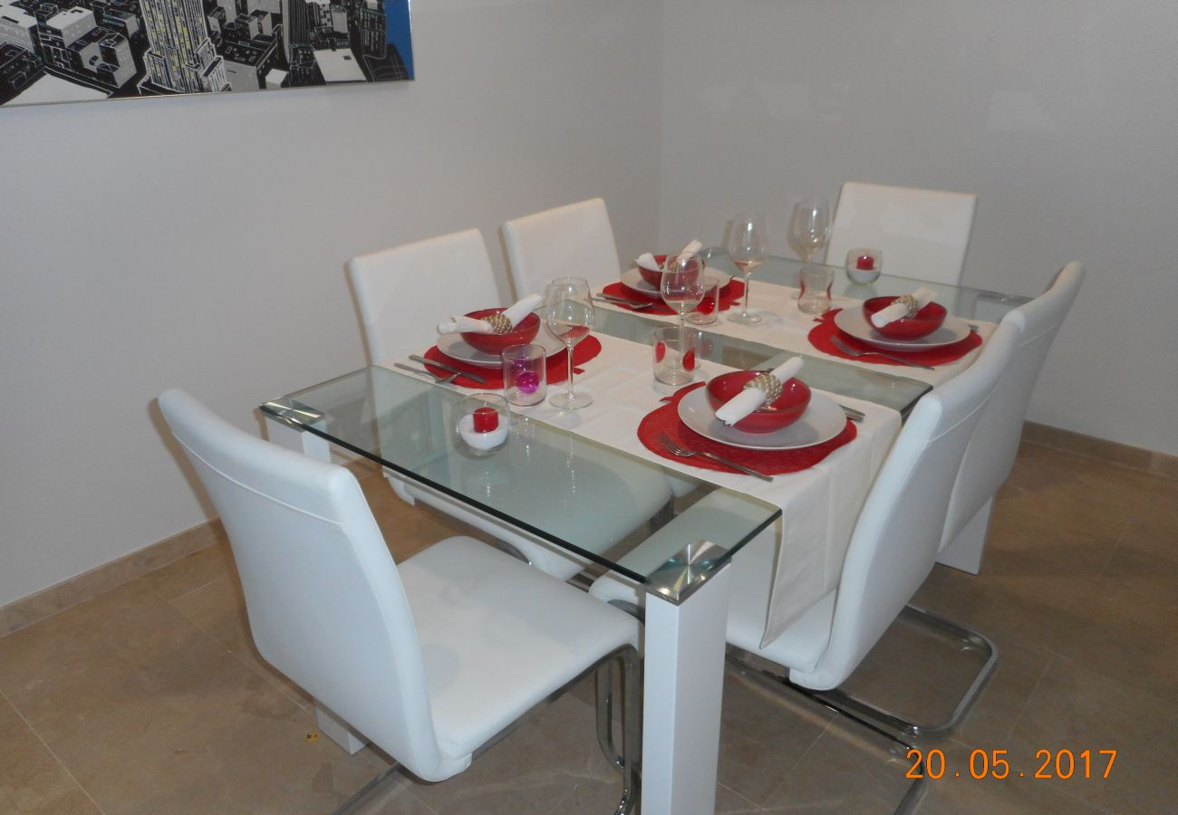 ZapHoliday - 2105 - Apartmentvermietung in La Duquesa, Costa del Sol - Wohnzimmer