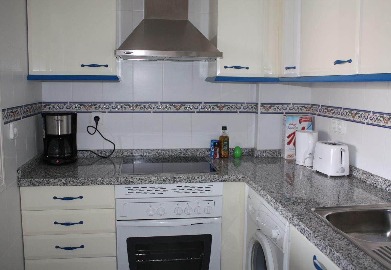 Zapholiday - 2099 - Wohnung zu vermieten im Golf La Duquesa, Costa del Sol - Küche