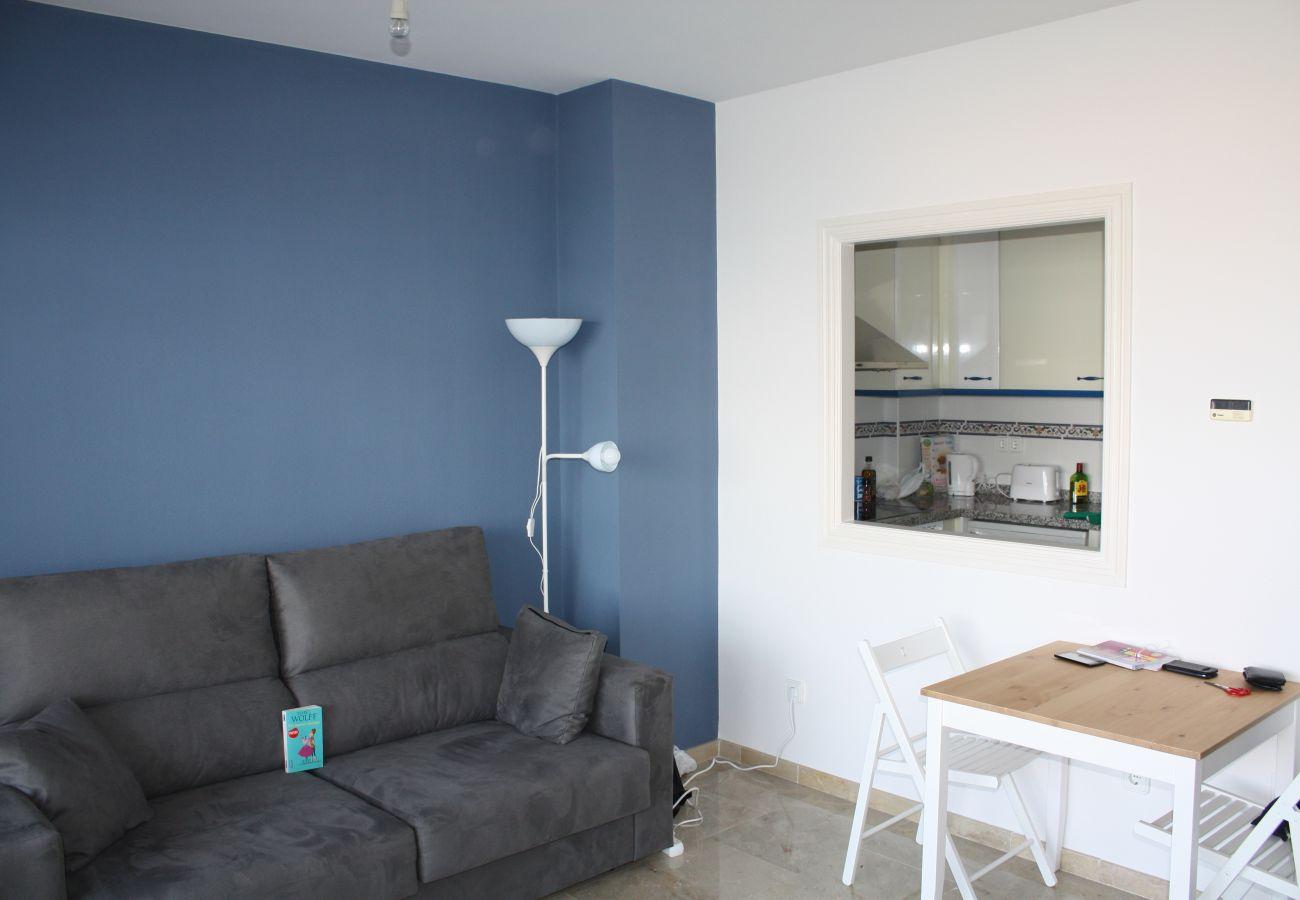 Zapholiday - 2099 - Wohnung zu vermieten im Golf La Duquesa, Costa del Sol - Wohnzimmer