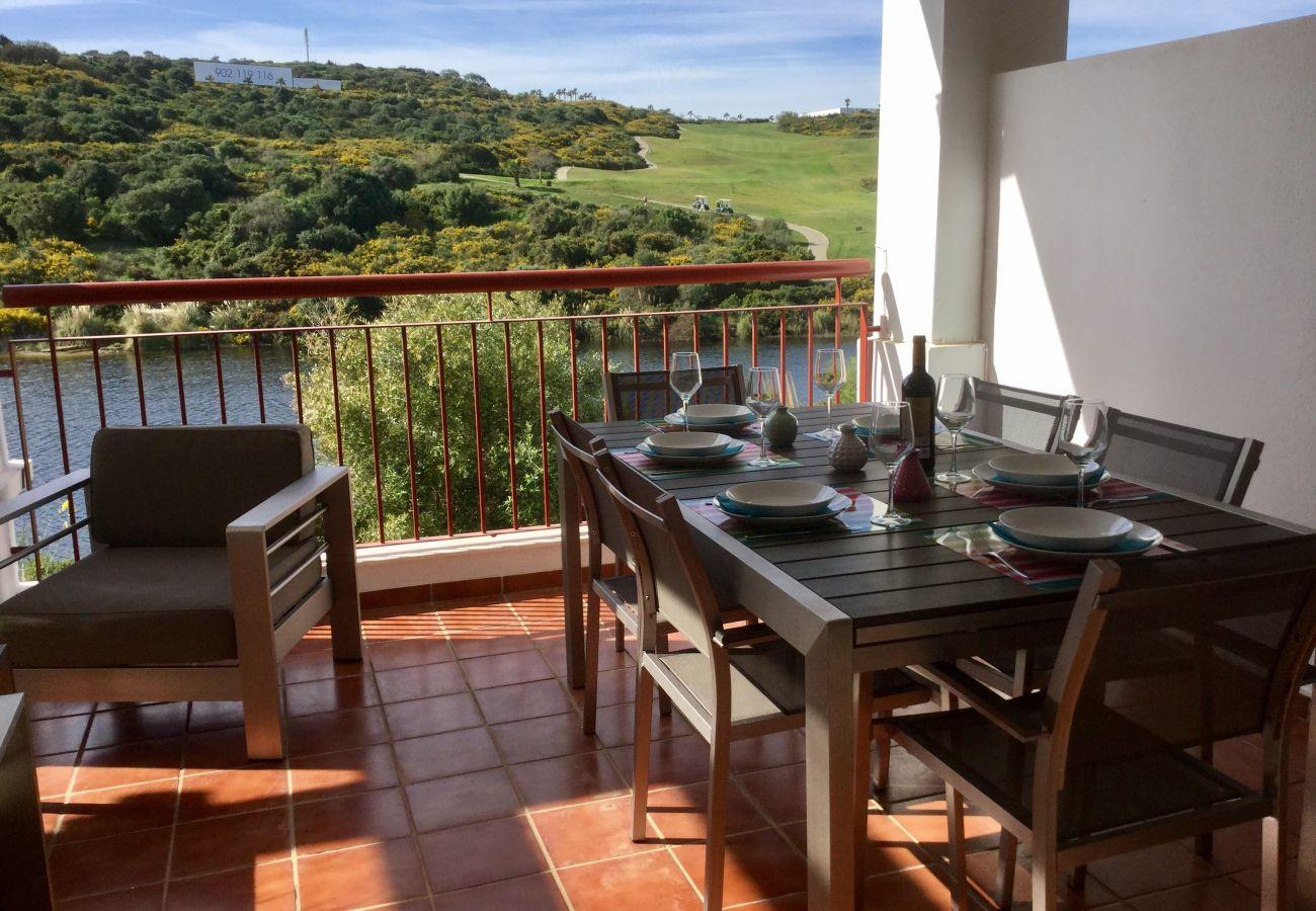 Zapholiday - 2202 - Alcaidesa Apartmentvermietung - Terrasse golf