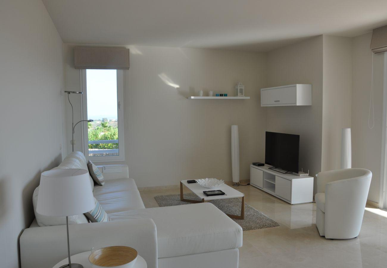 Zapholiday - 2221 - Estepona Ferienwohnung - living room