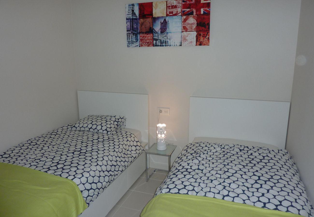 Zapholiday  -  3011  -  Orihuela Costa Wohnung, Costa Blanca  –  Schlafzimmer
