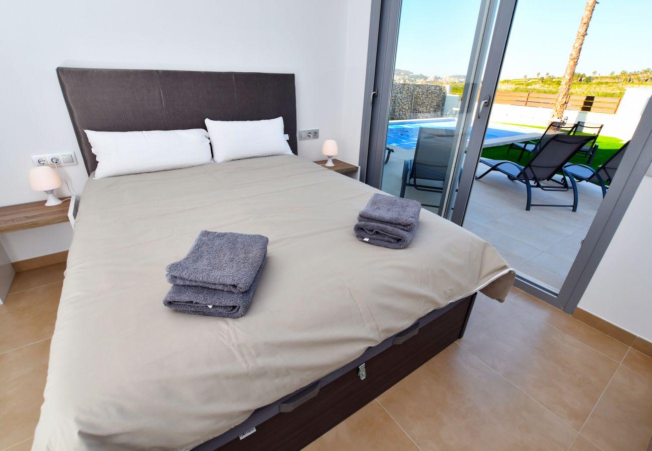 Zapholiday - 3021 - Villa Orihuela, Alicante - Schlafzimmer