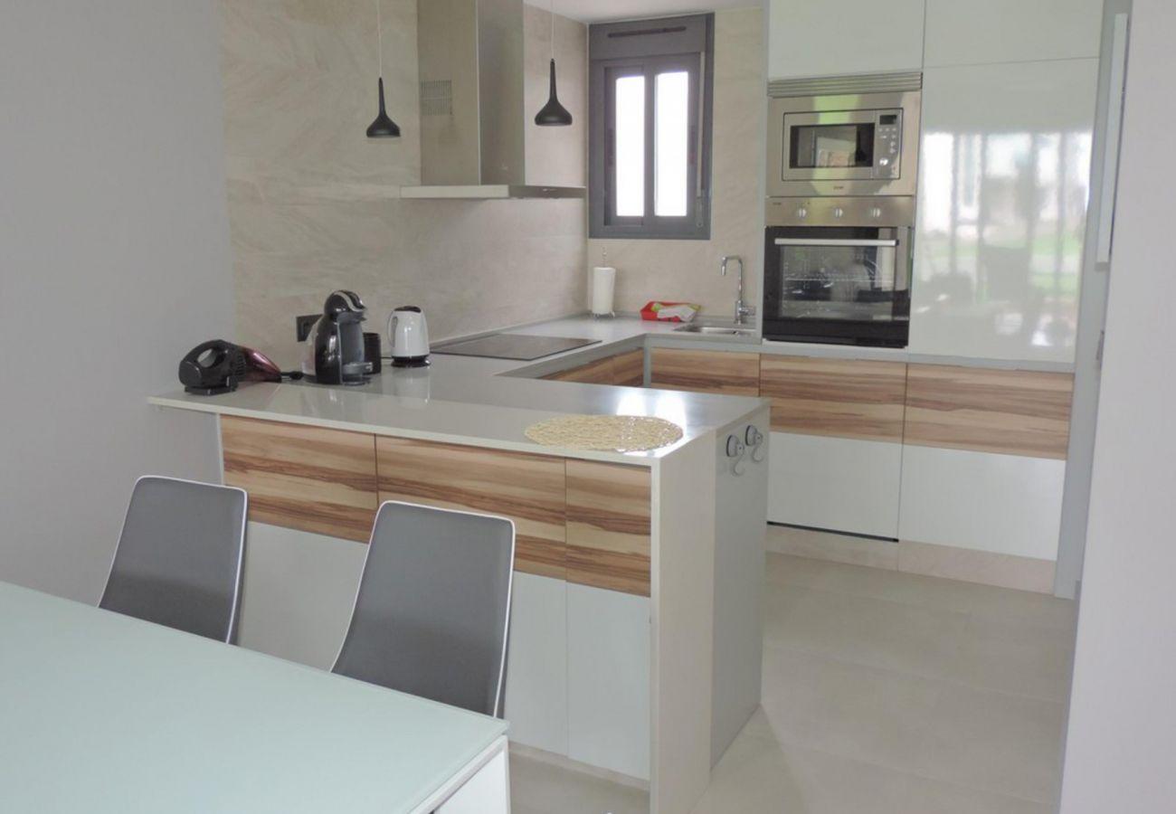 Zapholiday - 3023 - Punta Prima Wohnung, Costa Blanca - Küche