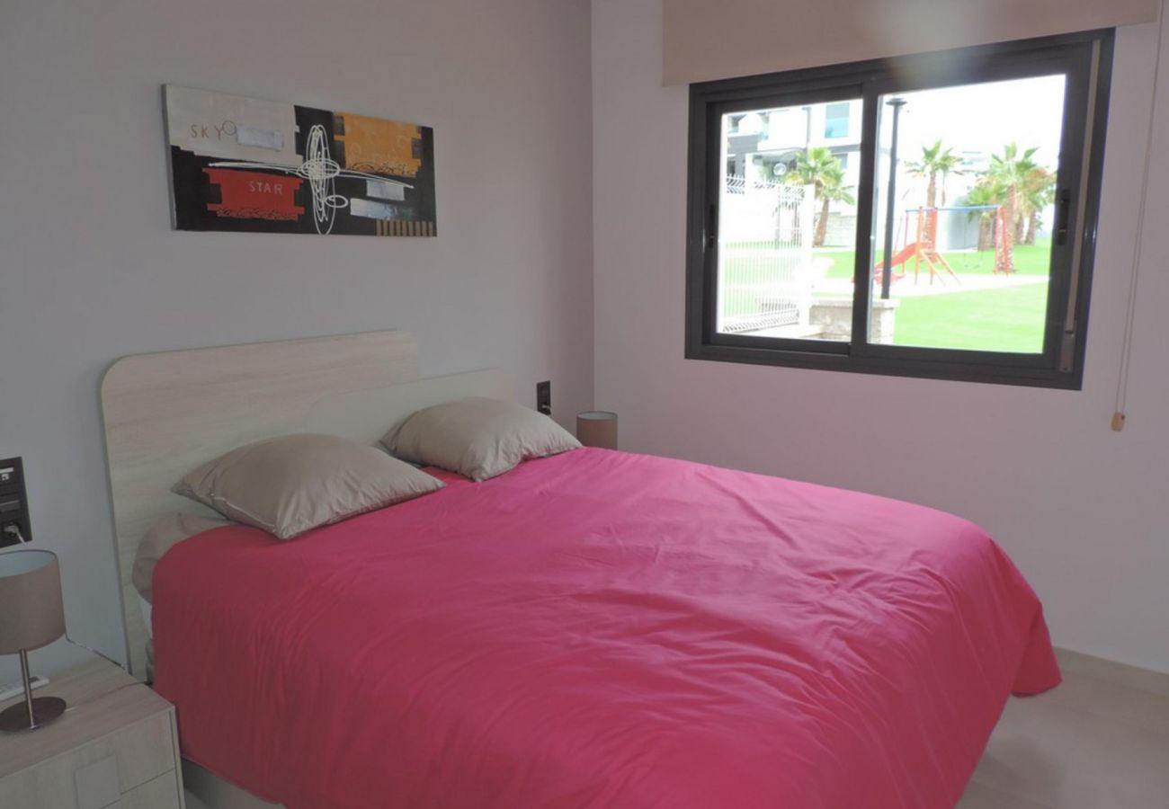 Zapholiday - 3023 - Punta Prima Wohnung, Costa Blanca - Schlafzimmer