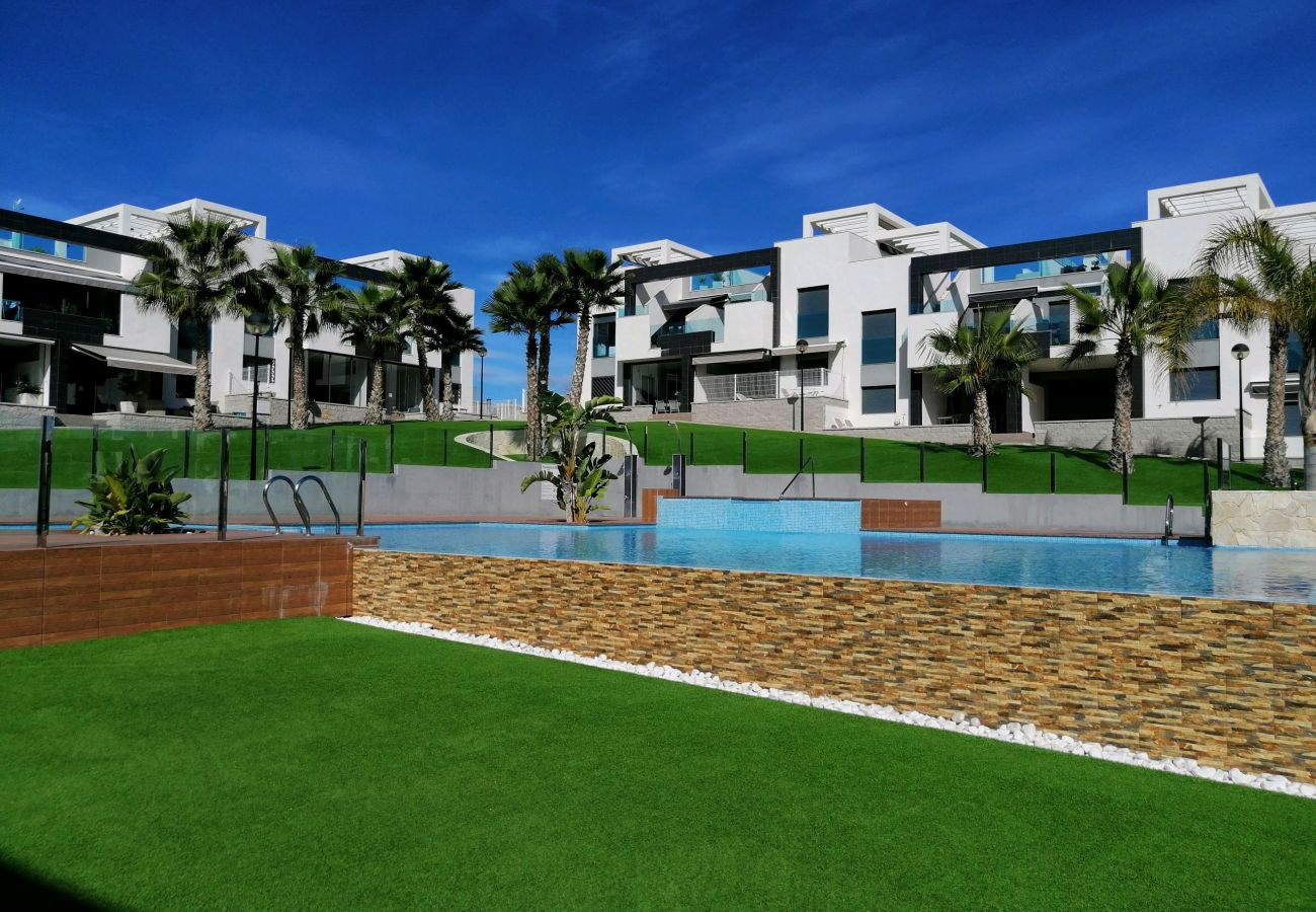 Zapholiday  –  3023  -  Punta Prima Wohnung, Costa Blanca  –   Schwimmbad