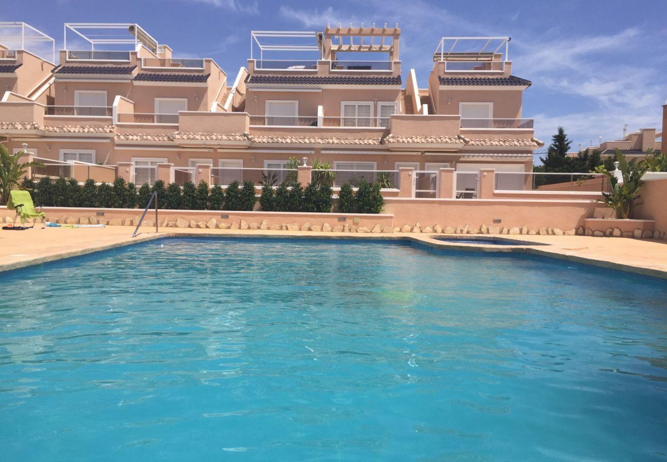 Zapholiday  –  3027  -  Torre de la Horadada Wohnung, Costa Blanca  –   Schwimmbad