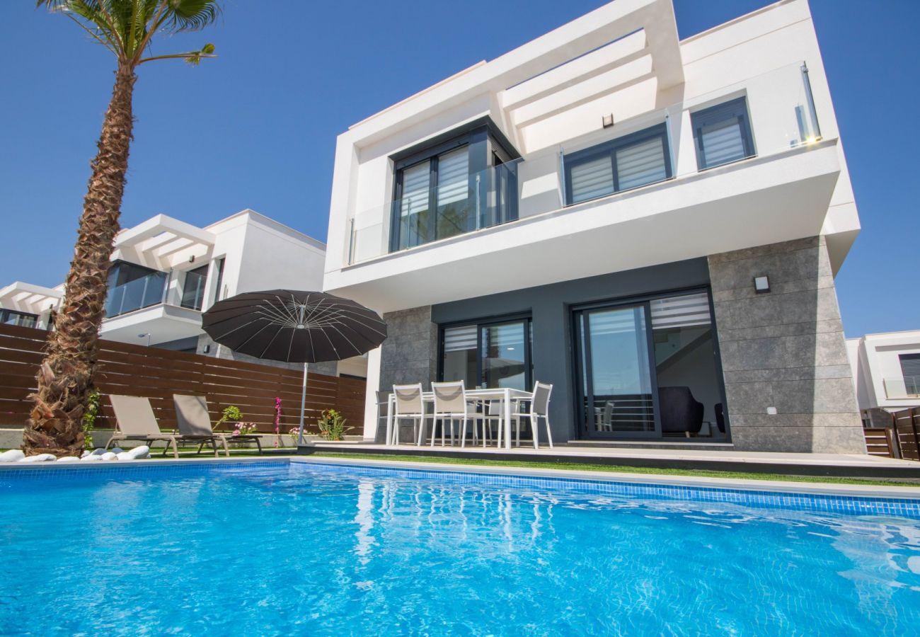Zapholiday - 3034 - Villa Vistabella Golf, Alicante - Schwimmbad