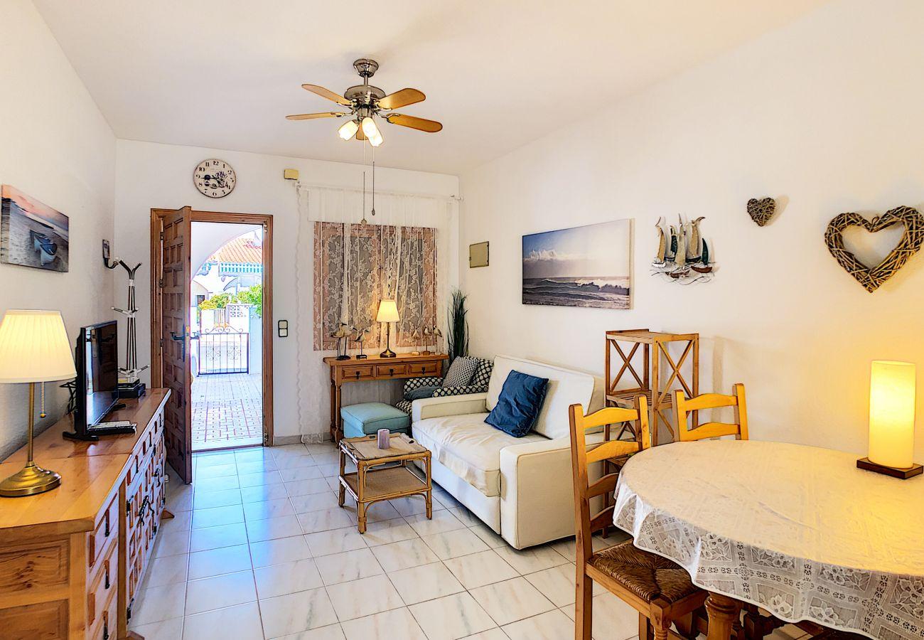 Zapholiday - 3046 - Mietwohnung Villamartin, Costa Blanca - Wohnzimmer