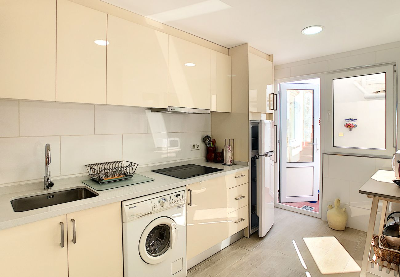 Zapholiday - 3046 - Mietwohnung Villamartin, Costa Blanca - Küche