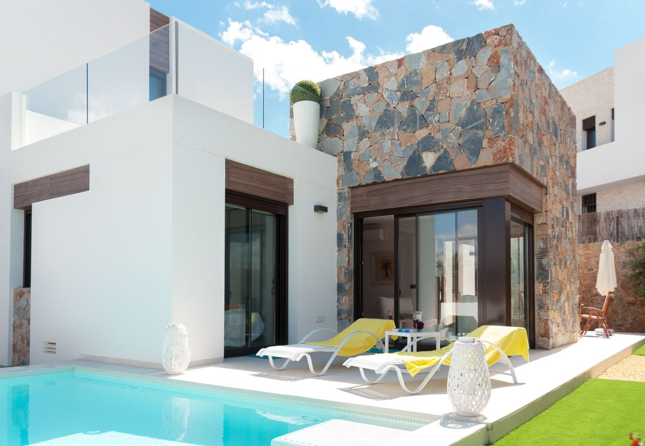 Zapholiday - 3019 - Villa Algorfa, Alicante - Schwimmbad