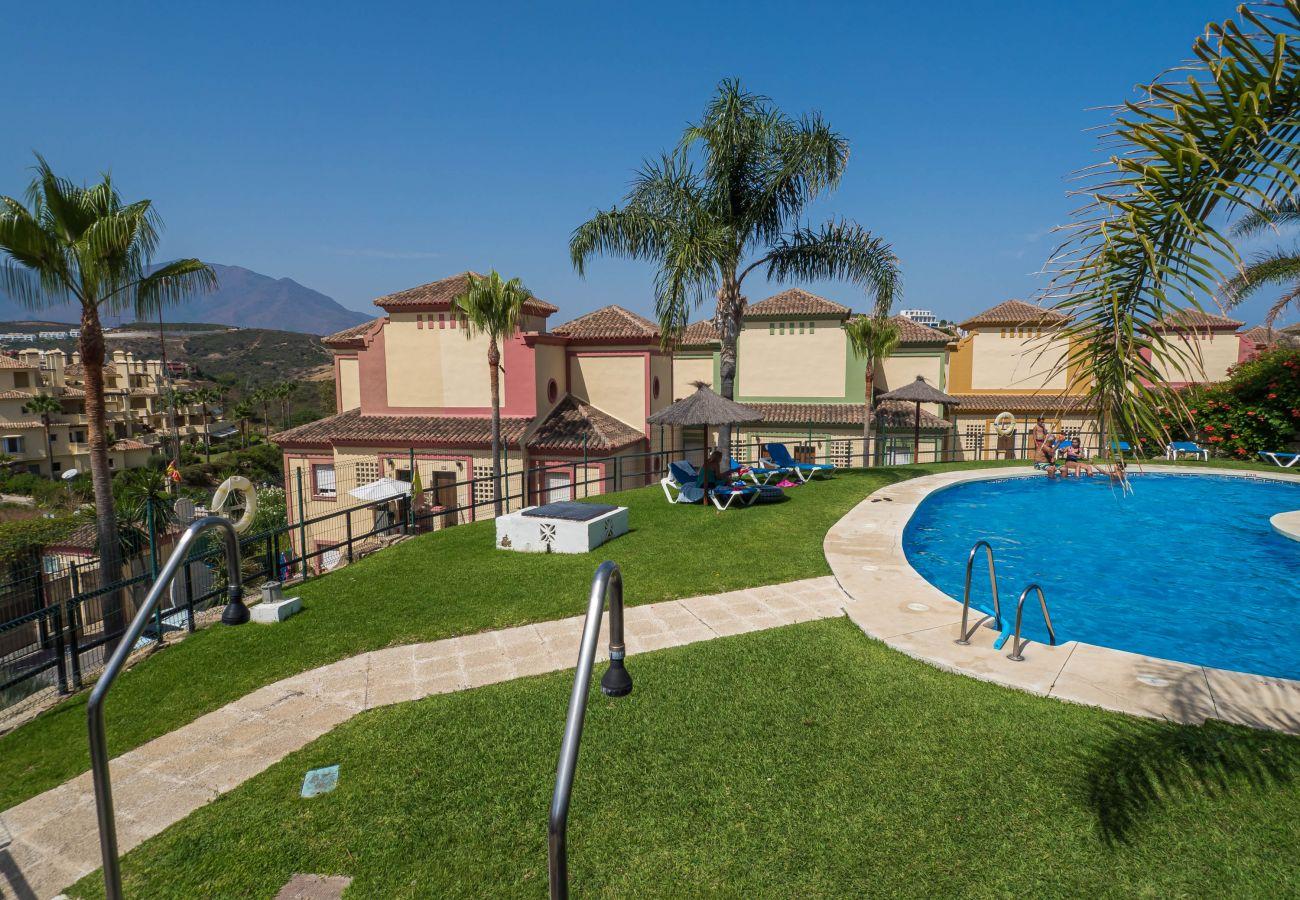 Zapholiday - 5002 - Apartmentvermietung La Duquesa, Costa del Sol - Schwimmbad