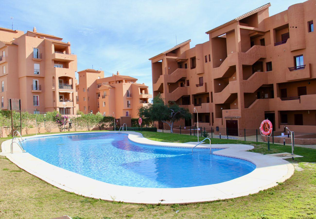 ZapHoliday - 2303 - Apartmentvermietung in Manilva, Costa del Sol - Schwimmbad