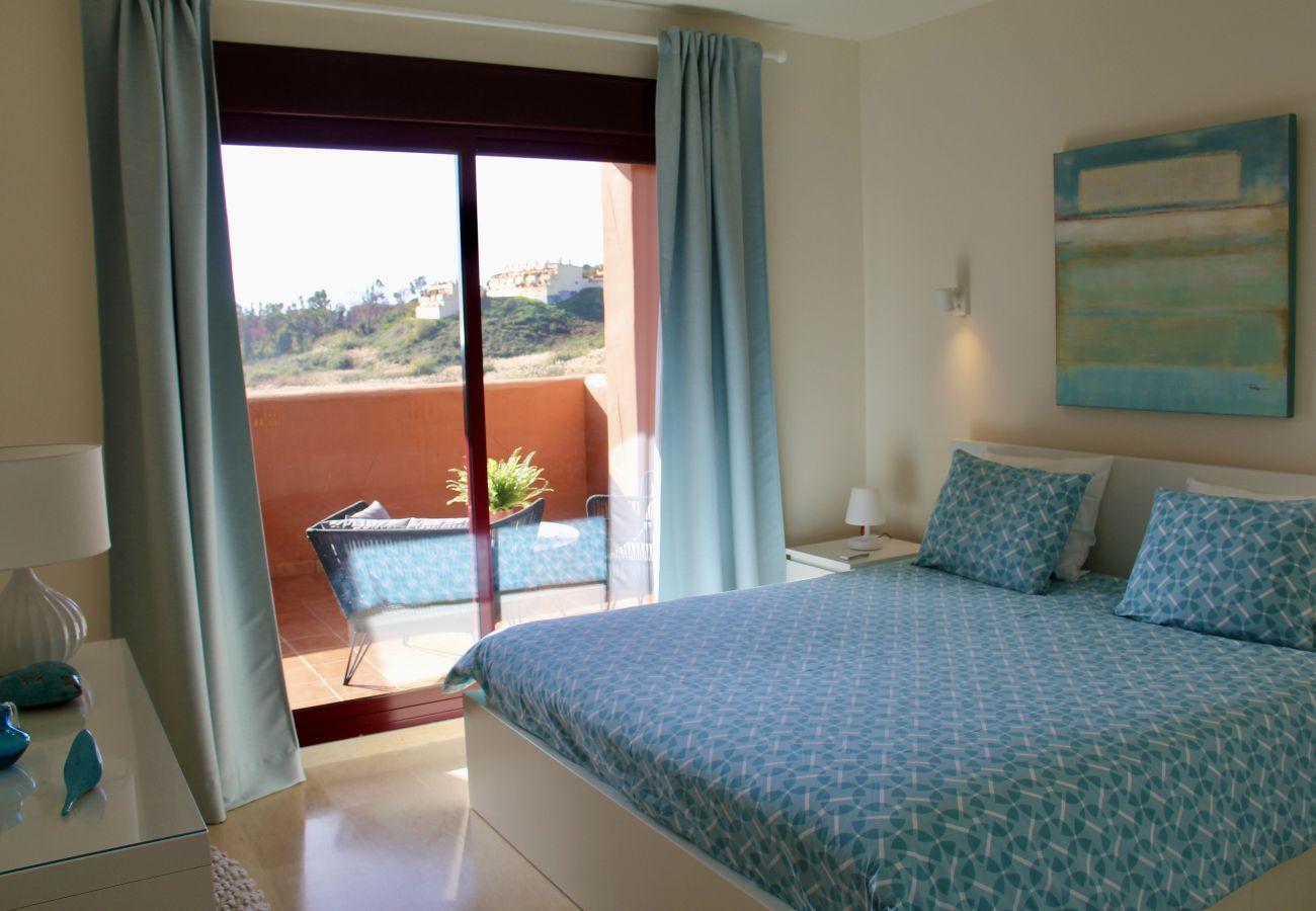 ZapHoliday - 2303 - Ferienwohnung in Manilva, Costa del Sol - Schlafzimmer
