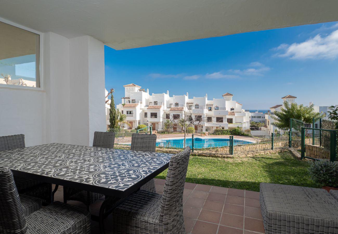 ZapHoliday - 2305 - Apartmentvermietung in La Alcaidesa, Costa del Sol - Schwimmbad