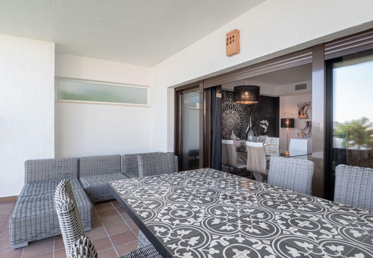 ZapHoliday - 2305 - Apartmentvermietung in La Alcaidesa, Costa del Sol - Terrasse