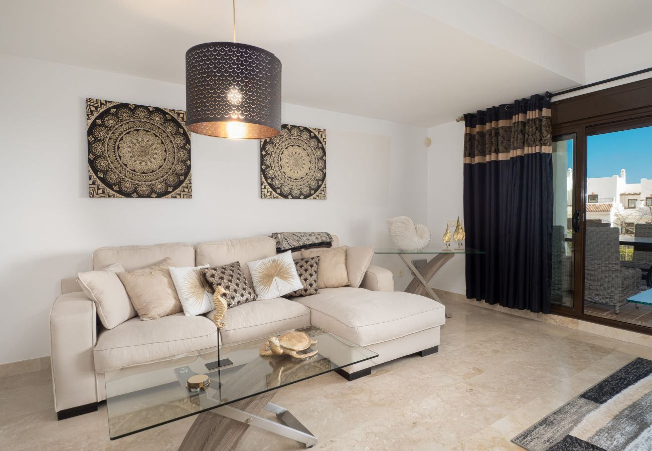 ZapHoliday - 2305 - Apartmentvermietung in La Alcaidesa, Costa del Sol - Wohnzimmer