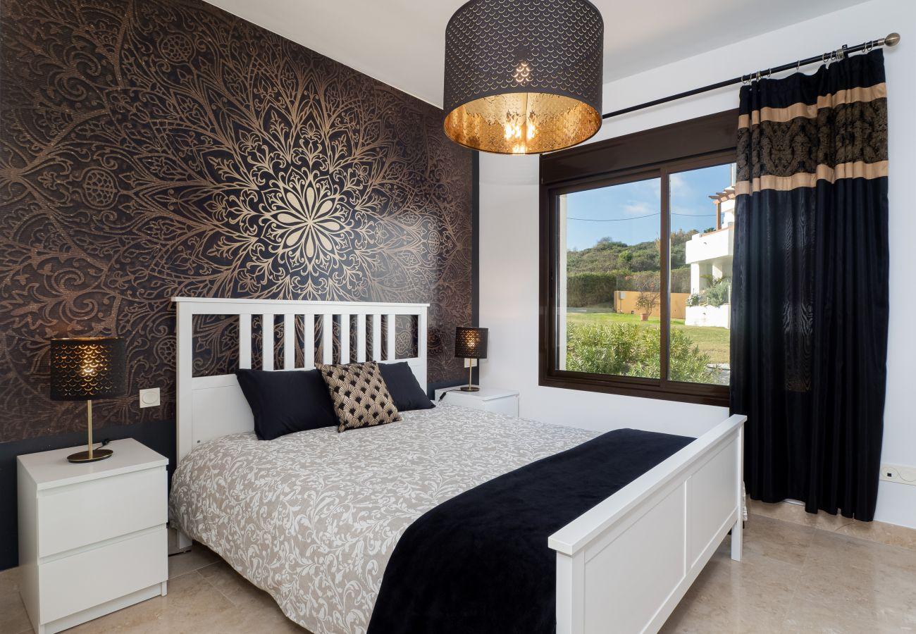 ZapHoliday - 2305 - Apartmentvermietung in La Alcaidesa, Costa del Sol - Schlafzimmer